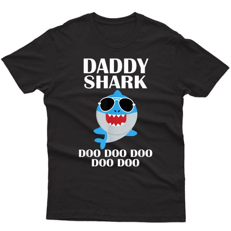 Daddy Shark Shirt Doo Doo Doo Fathers Day Daddy Christmas T-shirt